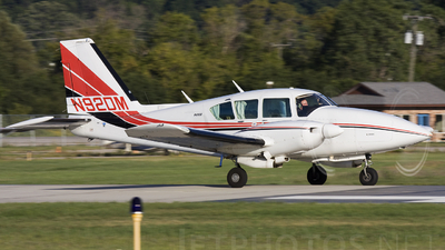 A picture of N92DM - Piper PA23250 Aztec - [277854107] - © Andrew Thompson