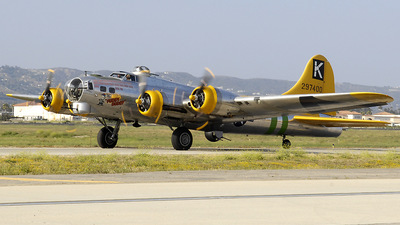 N9563Z - Boeing B-17G Flying Fortress - Private