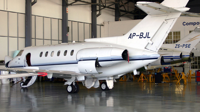 AP-BJL - Raytheon Hawker 800XP - Private