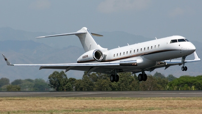 N100VR - Bombardier BD-700-1A10 Global Express - Private