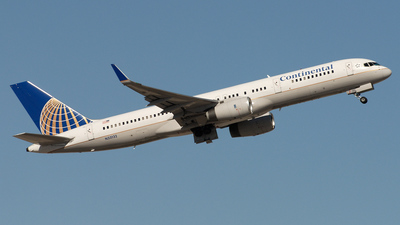 N33132 - Boeing 757-224 - Continental Airlines