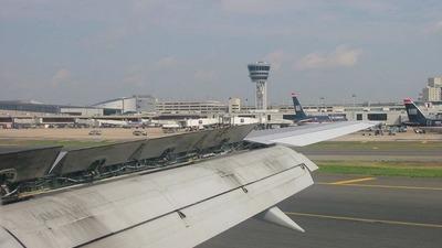 - Boeing 757-2B7 - US Airways