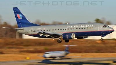 N330UA - Boeing 737-322 - United Airlines