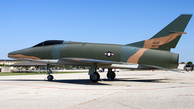 52-5770 - North American F-100 Super Sabre - United States - US Air Force (USAF)