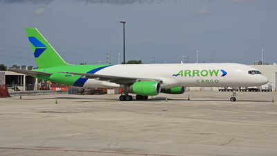 A picture of N822PB -  - [] - © Luimer Cordero