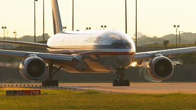 N795AN - Boeing 777-223(ER) - American Airlines