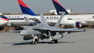 165401 - McDonnell Douglas F/A-18 Hornet - United States - US Navy (USN)