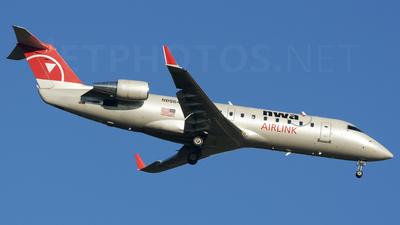 N8964E - Bombardier CRJ-440 - Northwest Airlink (Pinnacle Airlines)