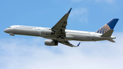 N17128 - Boeing 757-224 - Continental Airlines