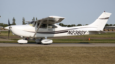 A picture of N2380Y - Cessna 182S Skylane - [18280465] - © Bruce Leibowitz
