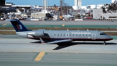 N915SW - Bombardier CRJ-200ER - United Express (SkyWest Airlines)