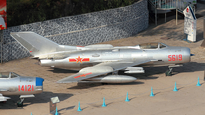 5619 - Mikoyan-Gurevich Mig-19 Farmer - China - Air Force