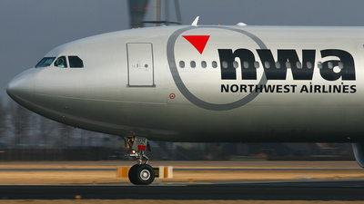 N814NW - Airbus A330-323 - Northwest Airlines
