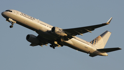 N34137 - Boeing 757-224 - United Airlines