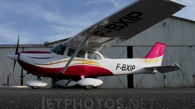 A picture of FBXIP - Cessna F172J Skyhawk - [F1720553] - © Eric Favereau