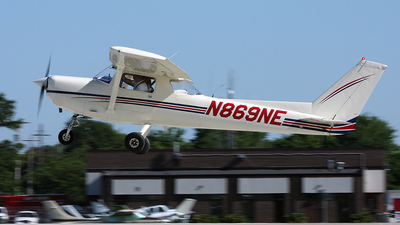 A picture of N869NE - Cessna 152 - [15280149] - © Paul Chandler