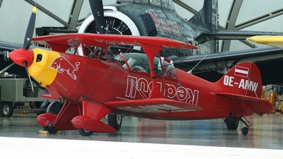 OE-AMW - Pitts S-2B Special - The Flying Bulls
