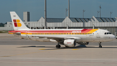 EC-HQG - Airbus A320-214 - Iberia