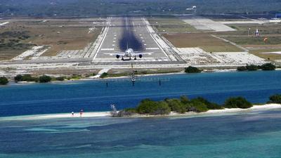 TNCA - Airport - Runway