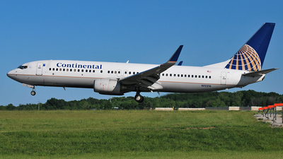 N12216 - Boeing 737-824 - Continental Airlines