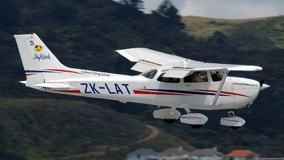 ZK-LAT - Cessna 172R Skyhawk II - Ardmore Flying School