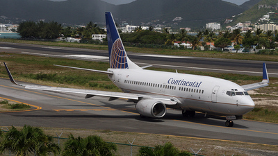 N27733 - Boeing 737-724 - Continental Airlines