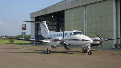 A picture of N816DE - Beech 300 Super King Air 350 - [FL232] - © Ralph Duenas - Jetwash Images