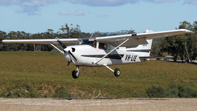 VH-LIE - Cessna 172P Skyhawk II - Private