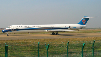 B-2147 - McDonnell Douglas MD-82 - China Southern Airlines