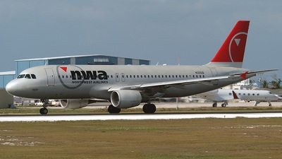 N321US - Airbus A320-211 - Northwest Airlines