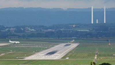 EDDS - Airport - Runway