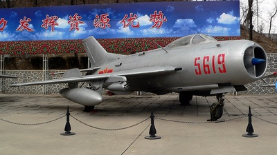 5919 - Mikoyan-Gurevich MiG-19 Farmer - China - Air Force