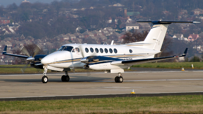 A picture of N37172 - Beechcraft King Air 350 - [FL472] - © Roger Oldfield