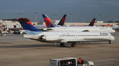 N949DL - McDonnell Douglas MD-88 - Delta Air Lines