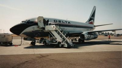 N332DL - Boeing 737-232(Adv) - Delta Air Lines