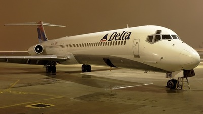 N945DL - McDonnell Douglas MD-88 - Delta Air Lines