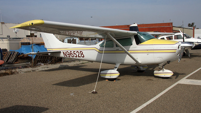 A picture of N96528 - Cessna 182Q Skylane - [18266752] - © Paul Chandler