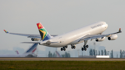 ZS-SLA - Airbus A340-211 - South African Airways