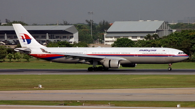 9M-MKH - Airbus A330-322 - Malaysia Airlines