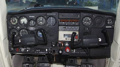 PR-KNA - Cessna 152 - QNE Escola Padrão de Aviação