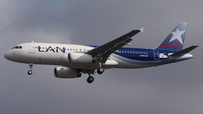 F-WWBC - Airbus A320-233 - LAN Airlines