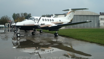 LV-AXO - Beechcraft B200 Super King Air - Private