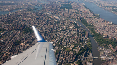 - Embraer 170-200LR - Delta Connection (Shuttle America)
