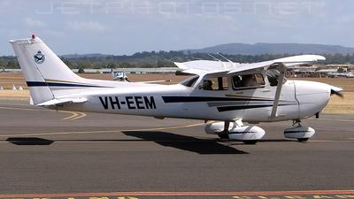 VH-EEM - Cessna 172R Skyhawk II - Private