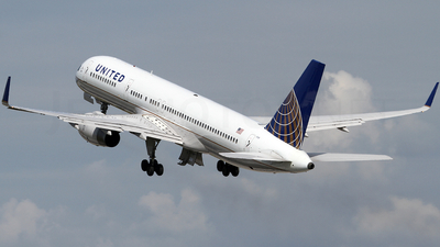 N17128 - Boeing 757-224 - United Airlines (Continental Airlines)