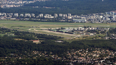 LFPV - Airport - Airport Overview