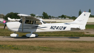 A picture of N2412W - Cessna 172S Skyhawk SP - [172S10557] - © Bruce Leibowitz