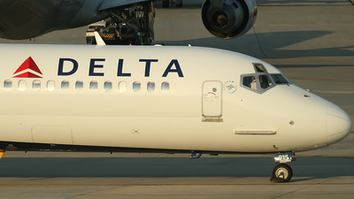 N915DL - McDonnell Douglas MD-88 - Delta Air Lines