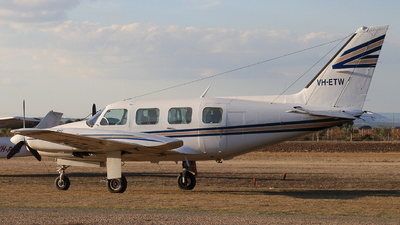 VH-ETW - Piper PA-31-325 Navajo C/R - Private