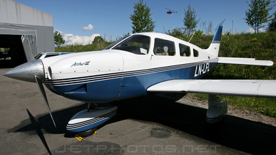 LN-LFL - Piper PA-28-181 Archer III - Private